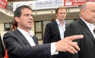 Manuel Valls fait bonne figure, mais il a été copieusement critiqué durant l'université d'été du PS à La Rochelle.