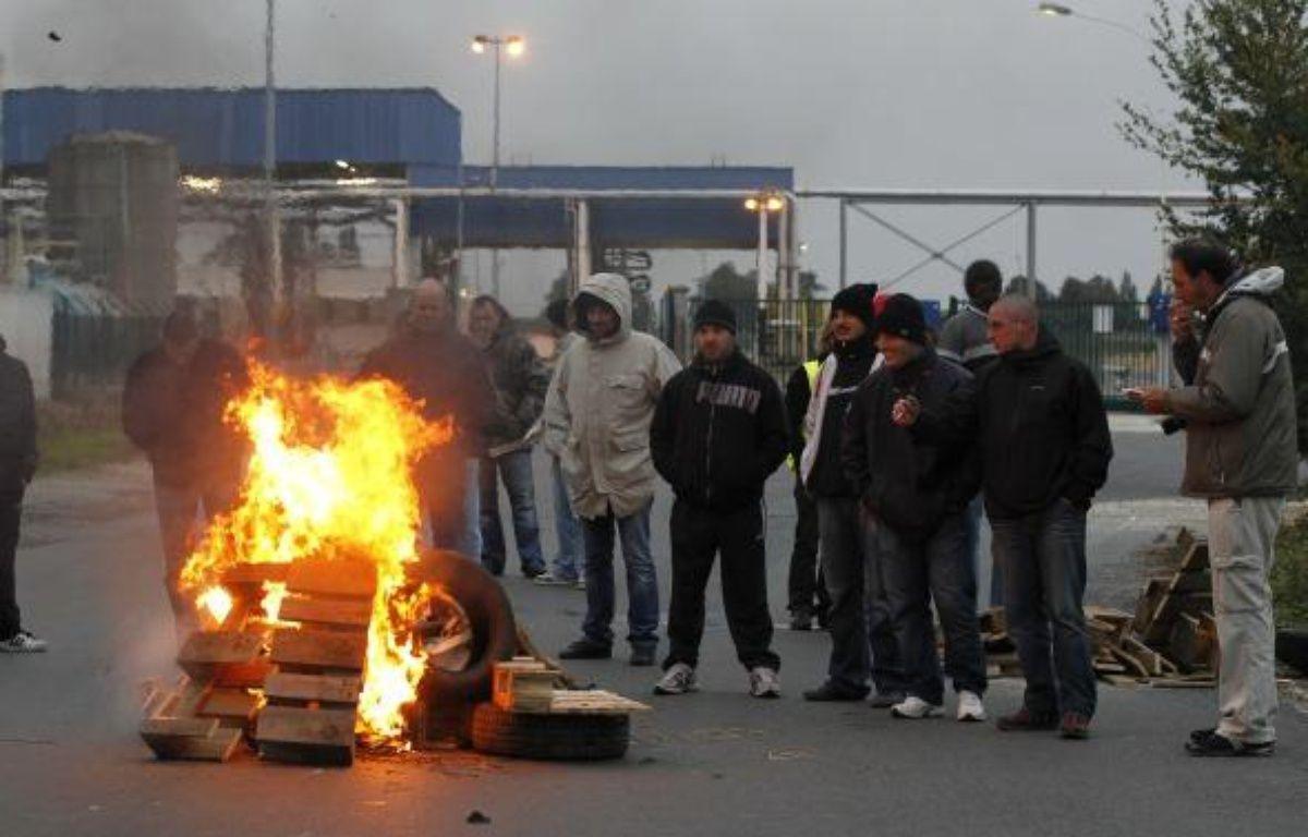 Blocage devant la raffinerie de Grandpuits (Essonne) le 17 octobre 2010.  – F. GUILLOT/ AFP