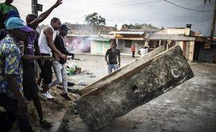 Depuis mercredi soir, un millier de personnes ont été arrêtées dans tout le pays, dont 600 à 800 dans la capitale Libreville.