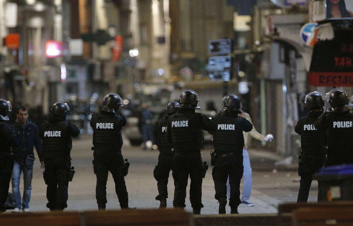 Opération de police à Saint-Denis, le 18 novembre 2015, cinq jours après les attentats du 13 novembre. – Christophe Ena/AP/SIPA