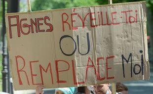 Plus de 200 manifestants des services d'urgences ont défilé à Paris à l'appel du collectif Inter-Urgences soutenu par les syndicats CGT, SUD et FO et l'Association des médecins urgentistes de France.