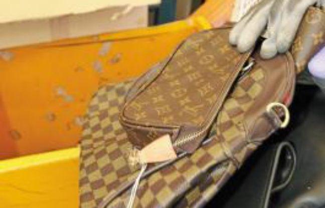 Ce jeudi, de faux sacs de luxe ont été contrefaits