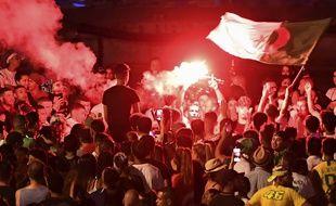 Des supporters fêtent la qualification de l'Algérie à Marseille