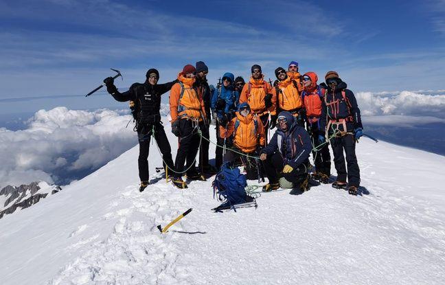Le groupe au sommet du Mont-Blanc.