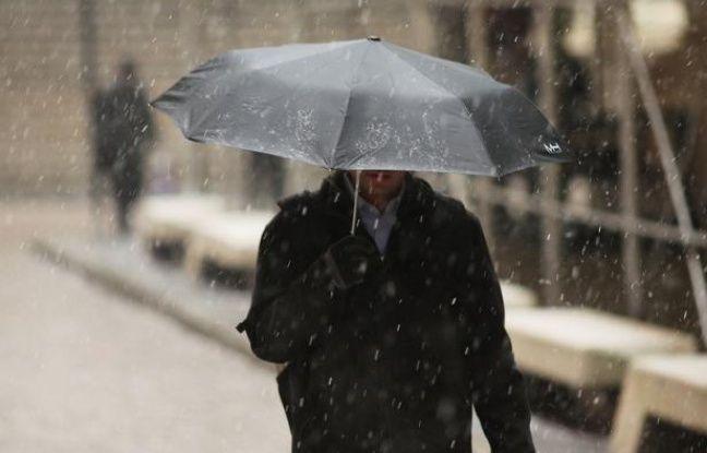 """Une """"tempête hivernale majeure"""" devrait frapper vendredi le nord-est des Etats-Unis, avec de fortes chutes de neige assorties par endroits de vents violents, a annoncé jeudi la météo nationale, parlant d'une tempête """"potentiellement historique""""."""