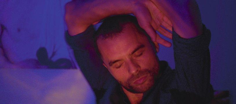 Geoffrey Couët dans «Haut perchés», d'Olivier Ducastel et Jacques Martineau