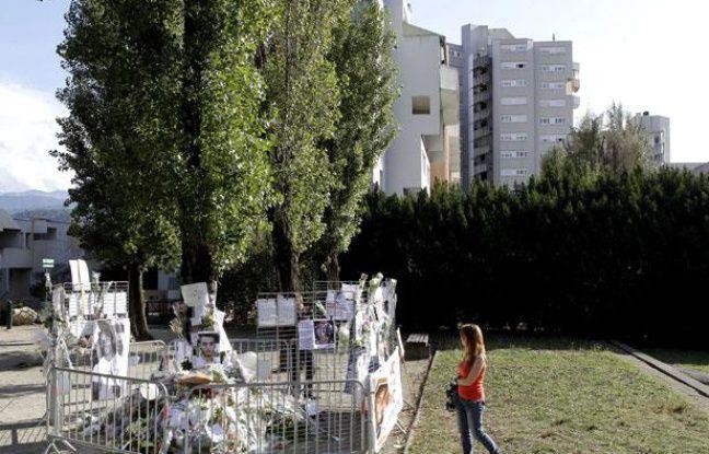 Le lieu où Kevin et Sofiane, deux amis d'enfance de 21 ans ont été tués le 28 septembre dans le parc Maurice-Thorez a Echirolles, dans la banlieue de Grenoble