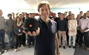 Christophe Roux présente la nouvelle enceinte connectée d'Orange