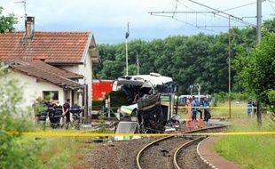 """Les élèves et leurs professeurs rescapés de la collision entre leur car et un TER à un passage à niveau en 2008, qui avait tué sept de leurs camarades à Allinges (Haute-Savoie), ont raconté au quatrième jour du procès avoir assisté à """"une scène de guerre""""."""