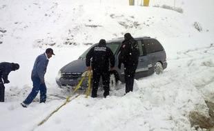 La police mexicaine est en état d'alerte et vient en aide aux automobilistes en difficulté dans les montagnes de l'Etat du Chihuahua.