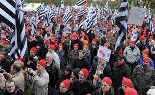 Le pacte d'avenir pour la Bretagne élaboré avec les forces économiques et sociales sera rendu public mercredi 4 décembre, a annoncé samedi la porte-parole du gouvernement, Najat Vallaud-Belkacem, après la nouvelle manifestation des Bonnets rouges à Carhaix (Finistère)