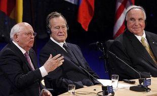 George Bush, Mikhail Gorbatchev et Helmut Kohl, le 31 octobre 2009 à Berlin.