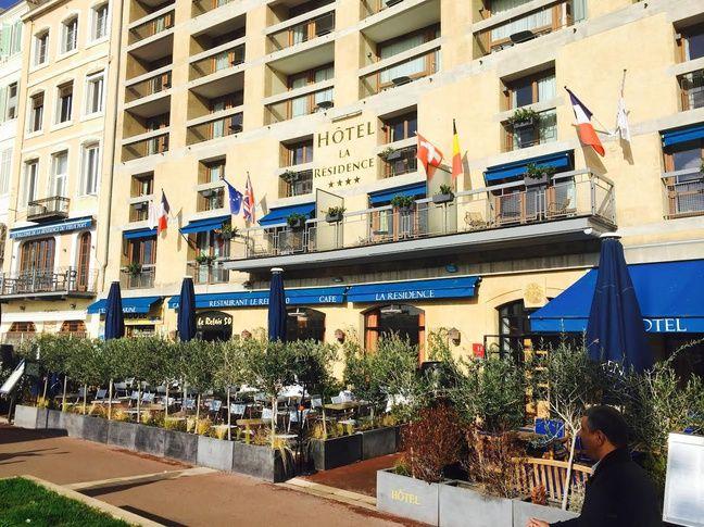 Le Relais 50 est situé au rez de chaussée de l'hôtel La Résidence du Vieux-port.