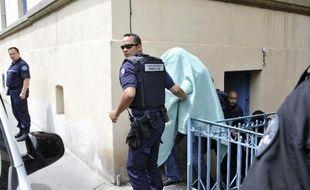 Des défaillances dans le suivi judiciaire de Matthieu, jugé devant les assises de Haute-Loire pour l'assassinat et le viol d'Agnès, 13 ans, retrouvée calcinée en novembre 2011 au Chambon-sur-Lignon, ont été relevées jeudi, alors que le huis clos a été partiellement levé.