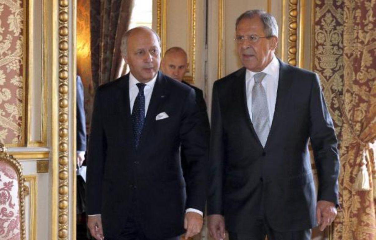 Le ministre français des AE Laurent Fabius (g) et son homologue russe Sergei Lavrov avant une rencontre diplomatique sur l'Ukraine à Paris, le 24 février 2015 – François Guillot Pool