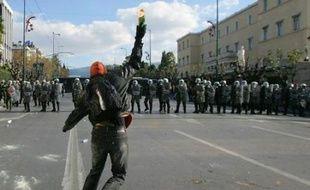 Plongée dans une profonde crise sociale et politique, la Grèce vivait mercredi une grève générale convoquée de longue date par les syndicats mais qui a été marquée par des violences lors de nouvelles protestations contre la mort d'un adolescent tué par la police.