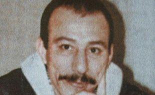 Abdelhamid Hakkar, un des plus anciens détenus de France, auteur de quatre tentatives d'évasion, est sorti de prison dimanche soir après 27 ans d'incarcération pour le meurtre d'un policier qu'il a toujours nié, a annoncé de Besançon un de ses frères à l'AFP.
