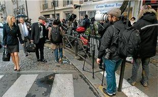 Hier, les journalistes faisaient le pied de grue devant la clinique de la Muette.