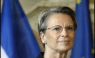 """La ministre de la Défense Michèle Alliot-Marie estime qu'on a voulu lui nuire en l'impliquant dans l'affaire Clearstream, parce qu'""""on parlait (d'elle) pour Matignon ou pour la présidence de l'UMP"""" et que cela a pu """"déranger"""", dans un entretien au Monde daté de jeudi."""