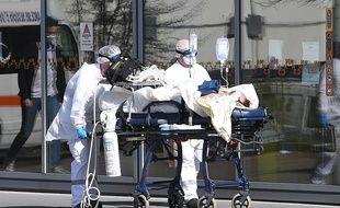 Un patient sous assistance respiratoire au CHU de Strasbourg, le 16 mars 2020.
