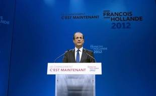 François Hollande (30% des intentions de vote au premier tour), qui creuse l'écart avec Nicolas Sarkozy (23%, -1), et François Bayrou (13%) progressent chacun de deux points dans un sondage BVA publié samedi par Orange, la presse régionale et RTL.