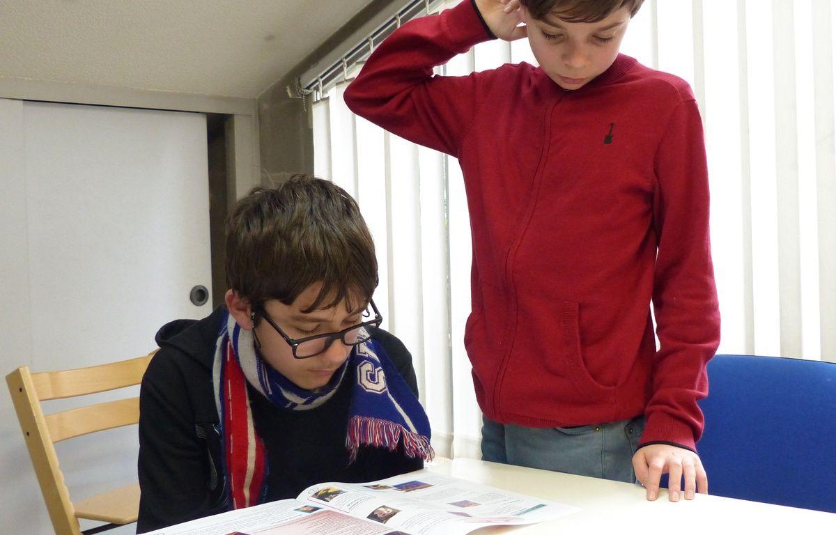 Au Sessad de Villeurbanne, de jeunes autistes réalisent leur propre journal. Une initiative prise par les éducateurs pour les ouvrir sur le monde qui les entoure.  – E. Frisullo / 20 Minutes