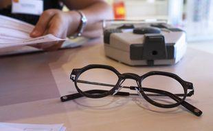 Pour réduire les délais d'attente, les opticiens bientôt amener à prescrire des lunettes?