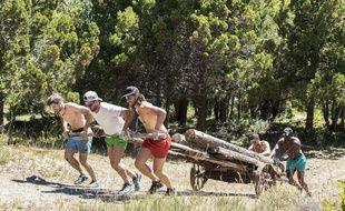 Dans «The Bridge», des candidats doivent construire un pont avec des rondins de bois.