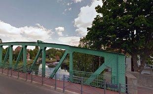 L'écluse sur le canal de Roubaix à Marquette-lez-Lille.