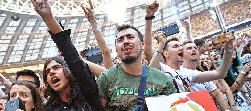 Le public du groupe Metallica lors de leur concert en Russie au Luzhniki stadium en juillet 2019