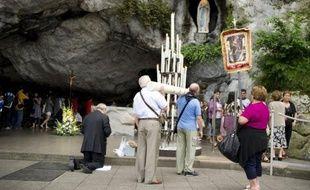 Le 18 janvier 1862, l'Eglise authentifiait les 18 apparitions de la Vierge à Lourdes, relatées par Bernadette Soubirous, ouvrant la voie à des manifestations de piété désormais suivies chaque année par quelque 6 millions de pèlerins.