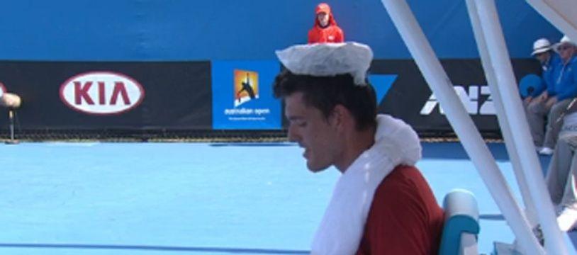 Capture d'écran du Canadien Frank Dancevic, victime d'un malaise lors de son match contre le Français Benoît Paire, au premier tour de l'Open d'Australie, le 14 janvier 2014
