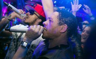 Le rappeur Joey Starr et Nathy lors d'un show à Cannes jeudi 23 mai 2013.