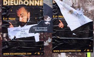 """Le polémiste Dieudonné """"abandonne définitivement"""" son spectacle """"Le Mur"""" interdit par la justice pour ses sorties antisémites, au profit d'un autre spectacle à la """"thématique différente"""", a annoncé samedi en tout début d'après-midi à l'AFP l'un de ses avocats."""