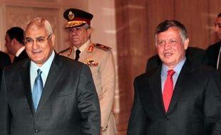 Le roi de Jordanie a effectué samedi une visite éclair au Caire pour apporter son soutien aux autorités mises en place après le renversement par l'armée du président islamiste Mohamed Morsi, dont les partisans restent mobilisés.