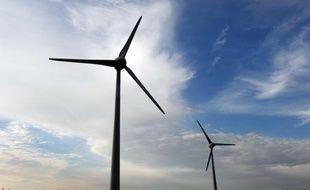 Le consortium mené par EDF et Alstom a remporté trois des cinq sites en jeu dans l'appel d'offres pour l'installation de parcs d'éoliennes au large des côtes françaises, un quatrième lot revenant au groupe espagnol Iberdrola associé à Areva, a annoncé vendredi le ministre de l'Industrie Eric Besson.