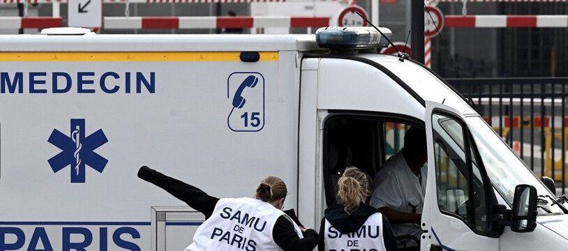Le 15 pour appeler le Samu, c'est marqué sur les ambulances. (illustration)