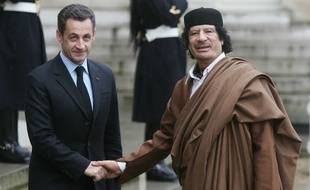 French President Nicolas Sarkozy (L) welcomes Libyan leader Colonel Moamar Gadhafi to the Elysee Palace in Paris, FRANCE -10/12/2007.