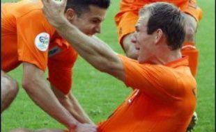 L'équipe des Pays-Bas emmenée par un excellent Arjen Robben, buteur à la 18e minute, a étouffé et battu la Serbie-Monténégro (1-0) dimanche à Leipzig, s'adjugeant trois points déjà très importants au sein du groupe C du Mondial-2006 de football.