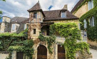 Logée au cœur du Périgord noir, Sarlat-La-Canéda est une cité médiévale au charme incomparable…