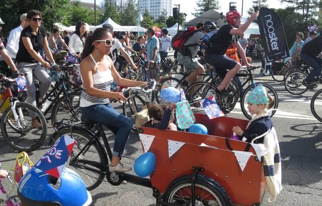 Un vélo cargo lors de la vélo parade à Nantes