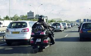 La circulation interfiles des motards sera expérimentées dans quatre départements à partir du 1er février 2016