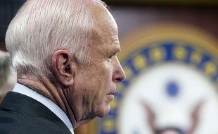 John McCain au Capitole, à Washington, le 27 juillet 2017.