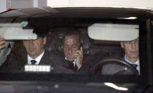 Nicolas Sarkozy quitte ses bureaux parisiens en voiture, le 4 juin 2012.