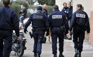 Des policiers en intervention dans une cité de Marseille.