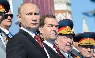 Le président russe Vladimir Poutine et le Premier ministre Dmitri Medvedev lors de la parade militaire pour la Fête de la Victoire, le 9 mai 1945 à Moscou