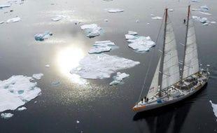 La goélette océanographique Tara, le 4 août 2015, à l'est du Groenland