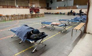 Cenon, 1er fevrier 2012. - Gymnase Palmer de Cenon requisitionne pour accueillir des SDF dans le cadre du plan Grand froid. - Photo : Sebastien Ortola