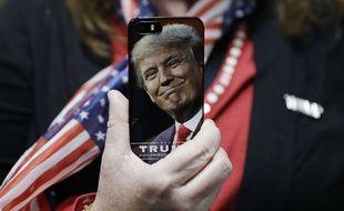 Un smartphone à l'effigie de Donald Trump.