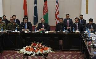 Le ministre afghan des Affaires étrangères Salahuddin Rabbani (c) lors de la conférence pour relancer le processus de paix à Kaboul le 18 janvier 2016